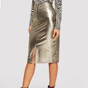 Liquid metallic skirt